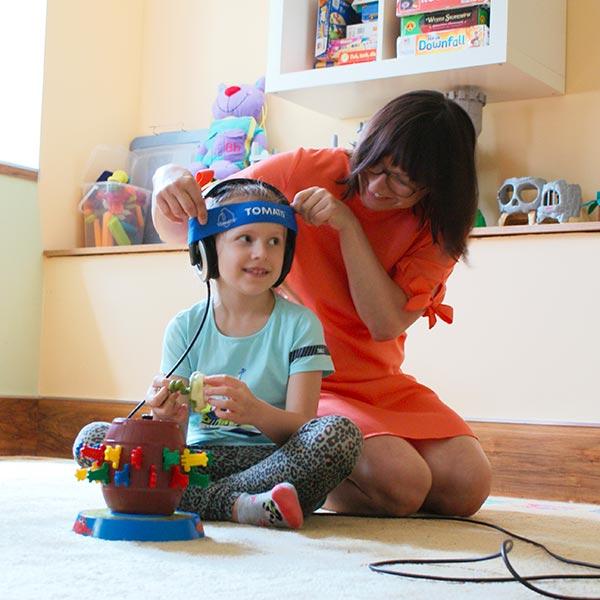 Konsultant Tomatisa i dziecko w Gabinecie Wspomagania Rozwoju w Józwefowie